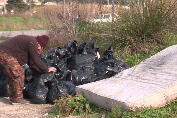 Plus de 60 sacs ont été récoltés lors de ce nettoyage des berges du canal de Martigues en seulement deux heures.