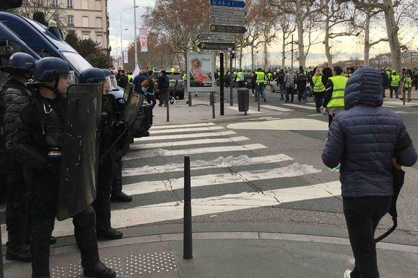 Près de 4 000 manifestants étaient recensés selon nos journalistes, la préfecture ne donnant pas d'estimation.