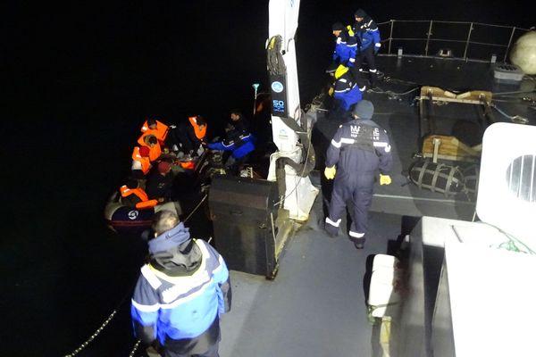Les 11 migrants ont été récupérés par un patrouilleur de la gendarmerie maritime.