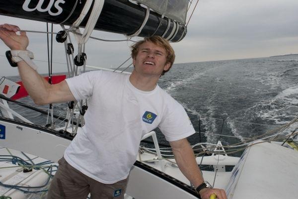 François Gabart navigue à plus de 23 noeuds en direction d'Amsterdam