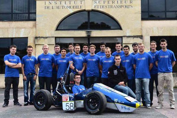 Des élèves de l'Institut Supérieur de l'Automobile et des Transports (ISAT), basé à Nevers, dans la Nièvre (archives)