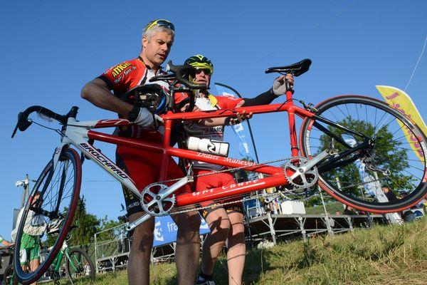 LAurent Wauquiez veut acheter des vélos pour les communes  Ici en 2015 Au départ de la course cycliste l'Ardéchoise et ses plus de 8000 participants Laurent Wauquiez, en tandem avec Didier Maneval non-voyant double champion de France handisport vélo, partent pour un parcours de 85km.