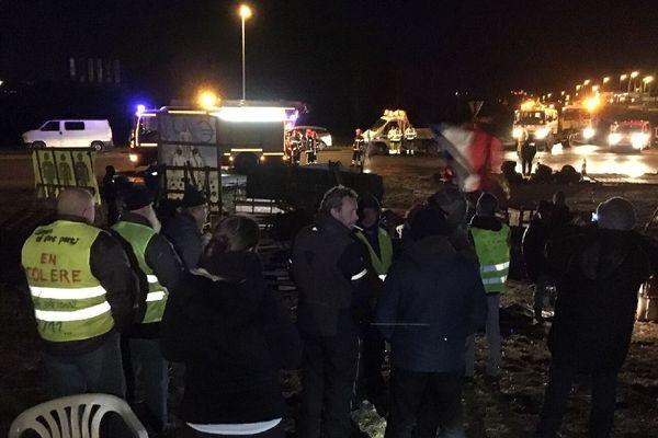 Évacuation du rond-point de Brézillet à Langueux (22)