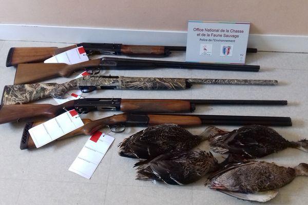 Les fusils et les canards saisis auprès des 5 chasseurs dans l'illégalité