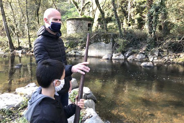 Cyril Piau et son fils ont découvert 2 armes de la bataille d'Entrammes