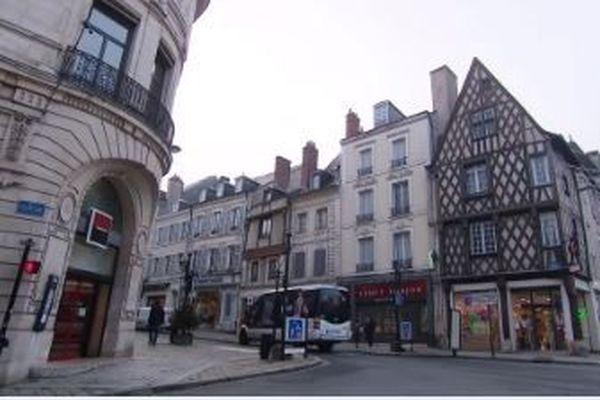Dèsmercredi 13 janvier, le port du masque obligatoire à Bourges (Cher) est repoussé jusqu'au 20 janvier
