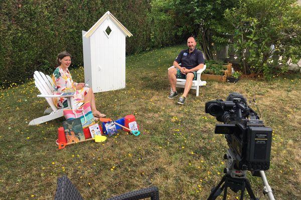 David Khara accueille la Cabine de Pages dans son jardin de Cesson-Sévigné