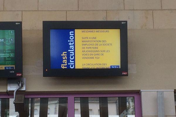 Les panneaux d'affichage en gare de Poitiers.