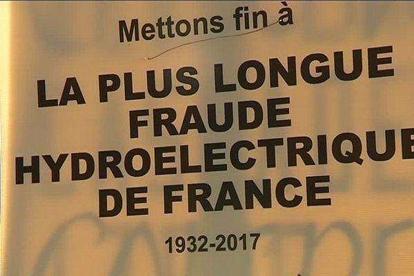 Si les opposants ne retirent pas leurs pancartes, ils devront payer 1500 euros d'amende pour chacune d'entre elles.