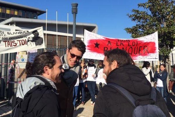 Après le rassemblement de ce matin à Gardanne, les enseignants manifesteront dans les rues de Marseille cet après-midi.