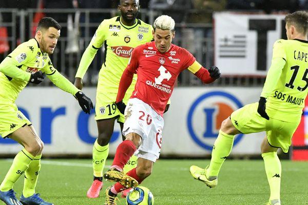 Les joueurs du Stade brestois ont bien été cadenassés par les Angevins.