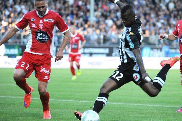 Match Nîmes Olympique contre le SCO d'Angers