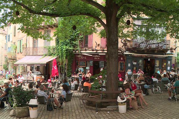 613732ec17d70_cafe-de-la-halle-deux-5445917.jpg