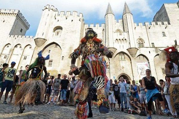 La parade d'ouverture du festival d'Avignon, le 7 juillet 2013.