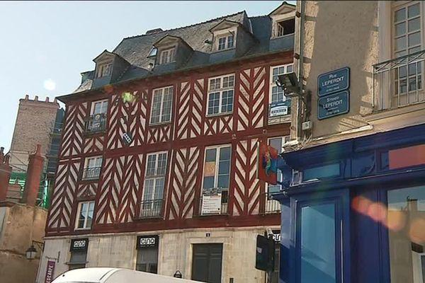 A Rennes, la rue Leperdit accueille plusieurs boutiques chics... et des trafiquants de drogue.
