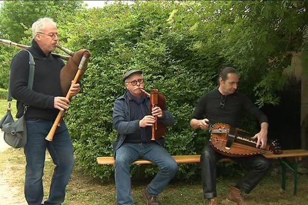 La fête de la rivière à Château-sur-Allier était organisé le jeudi 10 mai. L'occasion de redécouvrir les traditions et les arts populaire du bourbonnais.