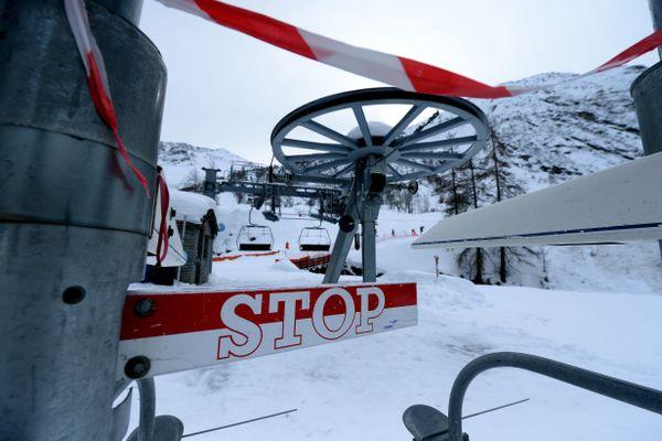 La station de ski de Bonneval-sur-Arc, en Savoie, et ses remontées mécaniques à l'arrêt à cause de la pandémie de Covid-19.