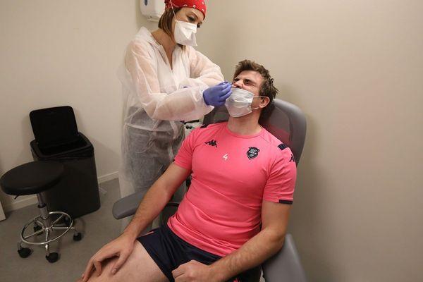 Chaque semaine, les joueurs font un test de dépistage. Ici Mathieu De Giovanni.  Image du 6 juin 2020