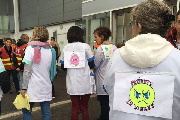 Le personnel de l'hôpital de Montmorillon se sont mobilisés pour réclamer de meilleures conditions de travail.