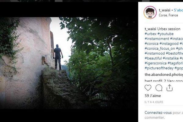 T.WAISI est un urbexeur : il explore le patrimoine abandonné de Corse.