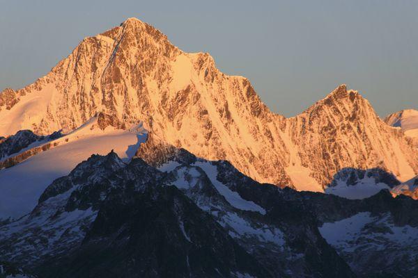 Le Lauteraarhorn, en Suisse, dont le sommet culmine à plus de 4 000 mètres. (Illustration)