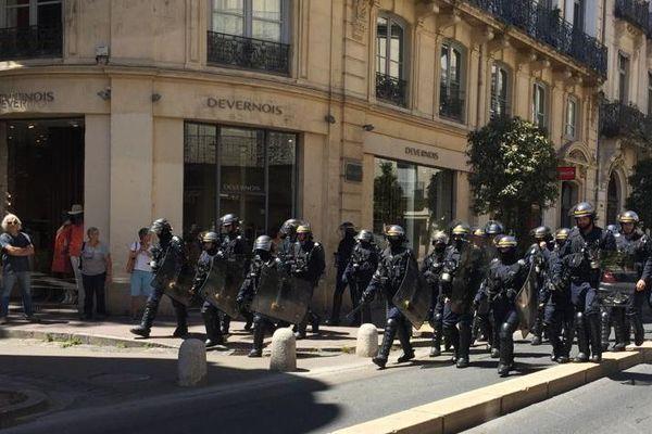 Des dizaines de CRS, dans le centre-ville de Montpellier pour le 30ème samedi de mobilisation des gilets jaunes - 8 juin 2019