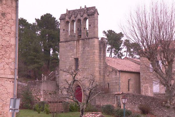 L'environnement de l'église romane Saint-Loup, datant du XIIe siècle, est protégé par les architectes des Bâtiments de France.