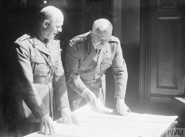 Le général Edmund Ironside, à droite, aux côtés de Lord Gort, en septembre 1939.