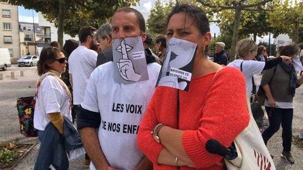 Les parents manifestaient pour dénoncer ce qu'ils ont appelé l'omerta de la ville de Rezé sur cette affaire.