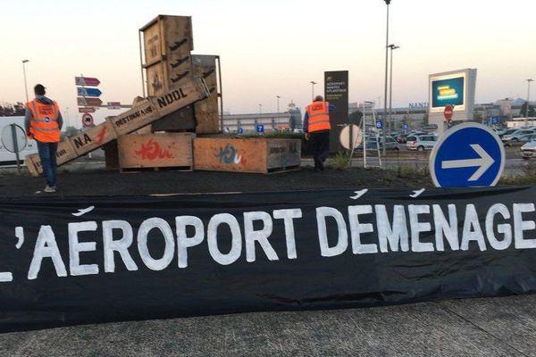 """Les pro-aéroport procèdent au """"déménagement"""" de l'aéroport de Notre-Dame-des-Landes"""