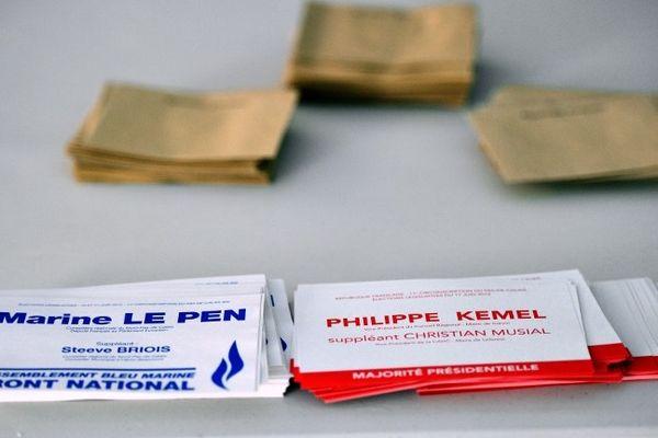 Bulletins de vote de Philippe Kemel et Marine Le Pen
