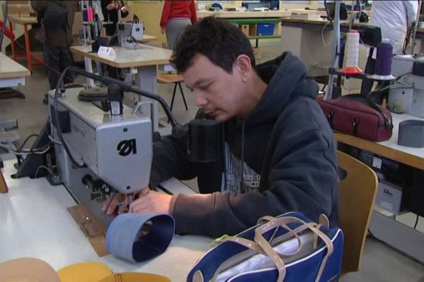 Des formations aux métiers du cuir sont proposées par l'AFPA de Saint-Junien