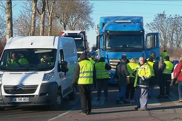 """Les """"gilets jaunes"""" d'Auxerre sont toujours mobilisés 26 jours après le début du mouvement"""