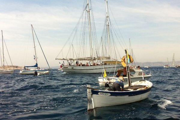Voiliers, bateaux de pêche.. le monde solidaire de la mer est réuni pour la parade