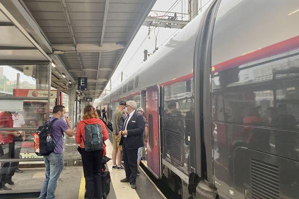 Au lendemain de l'interruption des liaisons entre Paris Montparnasse et le Sud-Ouest, les TGV en direction de Poitiers-La Rochelle reprenaient progressivement ce lundi.