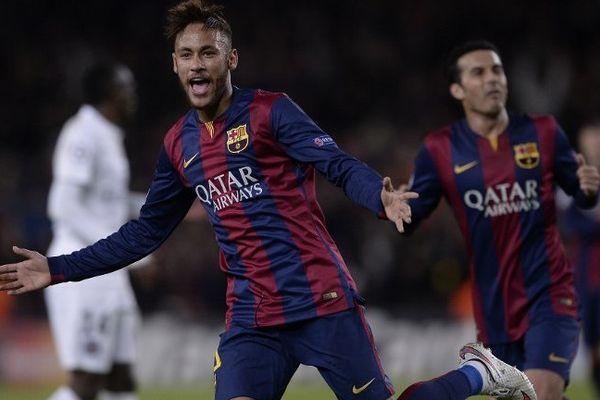 Neymar a inscrit le deuxième but du Barça au Camp Nou face au PSG. Une frappe enroulé du droit magnifique.