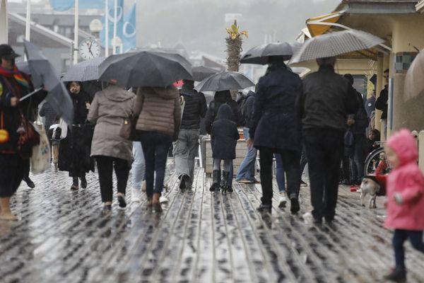 Attention, planches mouillées : Deauville sous la pluie...