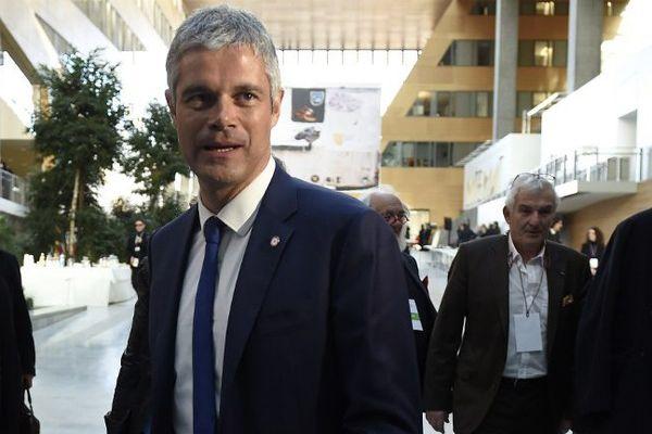 Laurent Wauquiez arrive au conseil régional d'Auvergne-Rhône-Alpes le 4 janvier 2016.