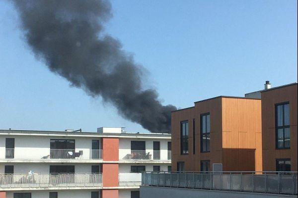 La fumée était visible bien au-delà du quartier des Chartrons où s'est produit l'incendie ce lundi 1er mars 2021