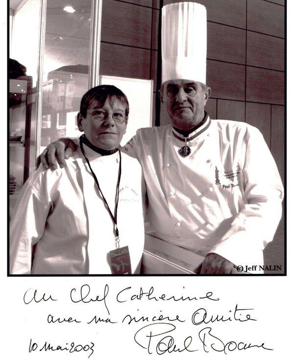Catherine Manoël aux côtés du chef Paul Boccuse en mai 2003.