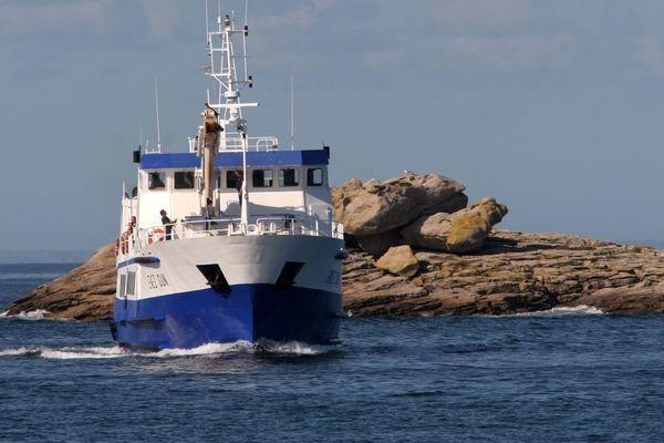 Depuis lundi et le début du confinement, les rotations des navires sont plus fréquentes mais pas encore de retour à la normale. L'Enez-Sun, navire de la Penn-ar-Bed, ne dessert l'ile de Sein que trois jours par semaine.