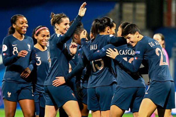 La France est considérée comme l'une des meilleures nations de football féminin, mais la visibilité des Bleues reste bien inférieure à celle de son équipe masculine