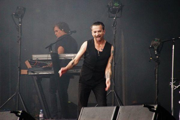 Dave Gahan chanteur de Depeche Mode savoure son plaisir pendant les Vieilles Charrues