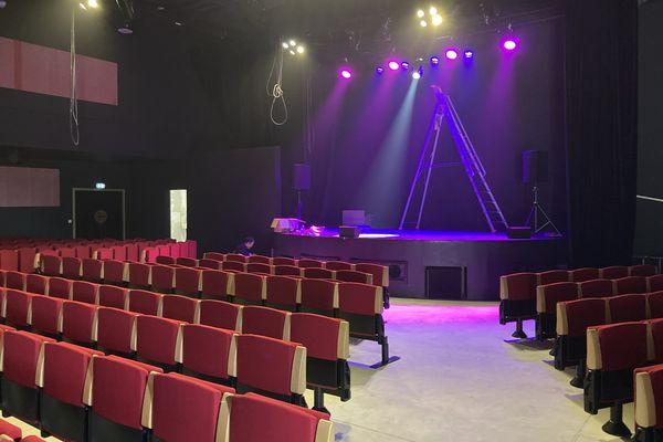 Les sièges du Théâtre à l'ouest prêts à accueillir les spectateurs