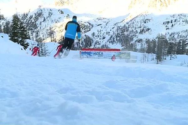 Situé sur le secteur Pelevos, face au cœur de la station d'isola 2000, le tracé est homologué pour le slalom et le slalom géant.