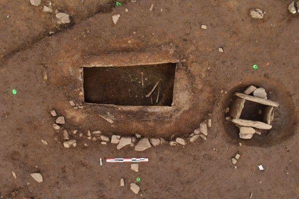 Les restes d'un squelette retrouvés dans une nécropole à Plougonvelin