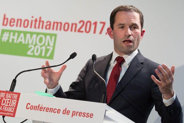 Benoit Hamon lors de l'inauguration de son QG de campagne.