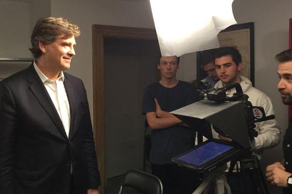 Arnaud Montebourg en visite à At Home, des bureaux partagés par 5 start-ups toulousaines