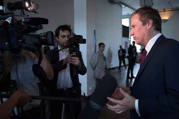 Le 26 août, Nicolas Dupont-Aignan avait annoncé une action d'une trentaine de maires de son département pour s'opposer à la réforme des rythmes scolaires