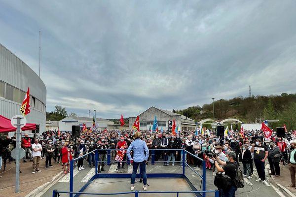 Près de 3 500 personnes selon les organisateurs se sont rassemblés pour soutenir la SAM à Viviez (Aveyron)
